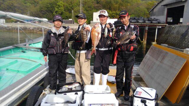 倉橋島の筏からチヌを狙う